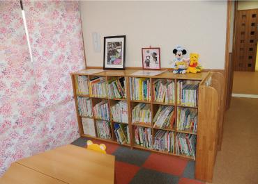 長野保育園-図書コーナー
