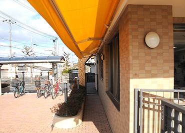 長野保育園-雨よけ防止の稼働テント
